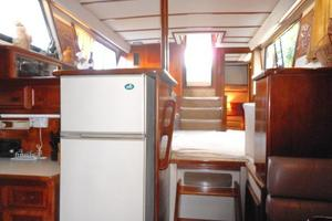 42' Carver 4207 1988 1988 Carver 4207 Aft Cabin Motor Yacht saloon from galley