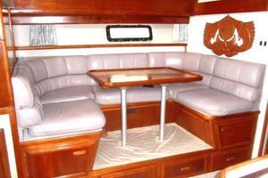 42' Carver 4207 1988 1988 Carver 4207 Aft Cabin Motor Yacht dinette