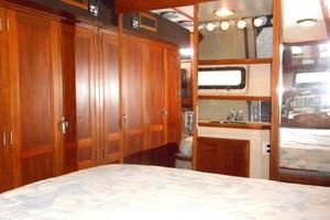 42' Carver 4207 1988 1988 Carver 4207 Aft Cabin Motor Yacht owner's stateroom head door