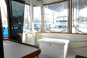 42' Carver 4207 1988 1988 Carver 4207 Aft Cabin Motor Yacht sundeck starboard