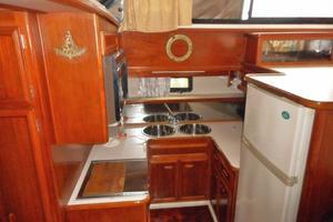 42' Carver 4207 1988 1988 Carver 4207 Aft Cabin Motor Yacht galley