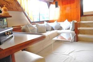 42' Carver 4207 1988 1988 Carver 4207 Aft Cabin Motor Yacht saloon aft starboard