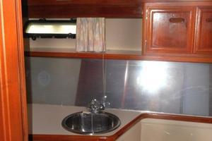 42' Carver 4207 1988 1988 Carver 4207 Aft Cabin Motor Yacht VIP head