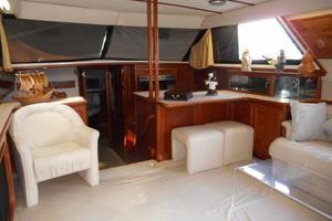 42' Carver 4207 1988 1988 Carver 4207 Aft Cabin Motor Yacht saloon forward