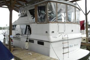 42' Carver 4207 1988 1988 Carver 4207 Aft Cabin Motor Yacht port quarter