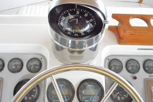 42' Carver 4207 1988 1988 Carver 4207 Aft Cabin Motor Yacht compass and Floscans