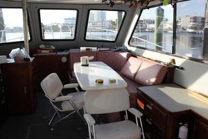 41' Hatteras 41 Sportfish 1994 41 Custom Michael Fitz Sportfish convertible 1990 Salon and living area