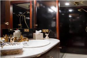 132' Amels  1988 Queen Bath