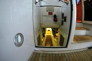 60' Hatteras Sportfish 1999 Engine Room Access