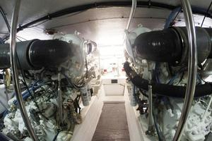 60' Hatteras Sportfish 1999 Engine Room