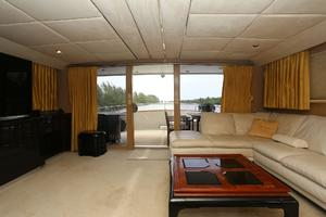 92' Broward Raised Pilothouse Motor Yacht 1988 Salon aft III