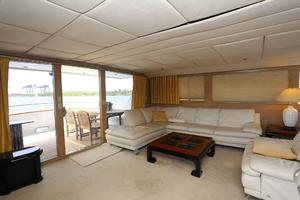92' Broward Raised Pilothouse Motor Yacht 1988 Salon port aft II