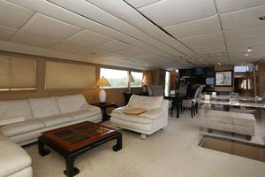 92' Broward Raised Pilothouse Motor Yacht 1988 Salon forward