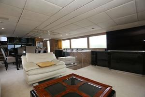 92' Broward Raised Pilothouse Motor Yacht 1988 Salon forward II