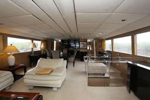 92' Broward Raised Pilothouse Motor Yacht 1988 Salon forward III