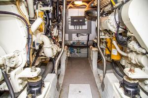 53' Uniesse 53 2005 Engine room