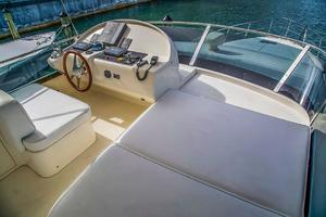 53' Uniesse 53 2005 Flybridge helm