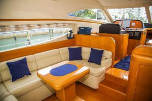 53' Uniesse 53 2005 Salon port forward