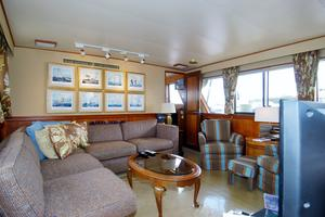 70' Hatteras Cpmy 1977 Saloon to Starboard Forward