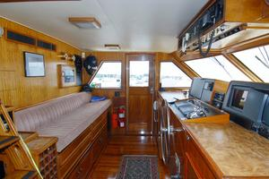 70' Hatteras Cpmy 1977 Wheelhouse to Port