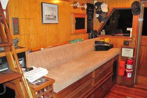 70' Hatteras Cpmy 1977 Wheelhouse Pilot's Seating/Berth
