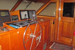 70' Hatteras Cpmy 1977 Wheelhouse Station