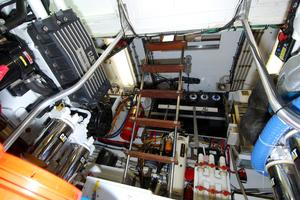 70' Hatteras Cpmy 1977 Engine Room