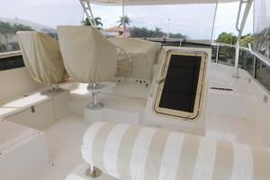 52' Symbol 50 2002 Flybridge with covers