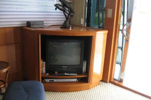 52' Symbol 50 2002 Starboard side of main salon