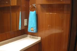 52' Symbol 50 2002 Head with seperate stall shower