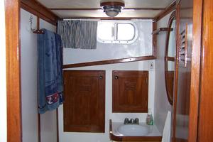 40' Cheoy Lee LRC 1979 40 Cheoy Lee Guest Head & Shower