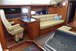 50' Hunter 50 Center Cockpit 2010 Port Salon