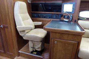 50' Hunter 50 Center Cockpit 2010 Nav Station w/Captain's Chairs