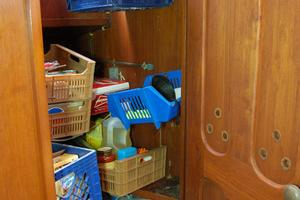 50' De Vries Motorsailer 50 1985 Pantry with door opened