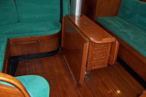 44' Hylas 44 Center Cockpit Sloop 1987 44 Hylas Salon Table