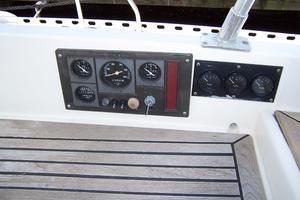 44' Hylas 44 Center Cockpit Sloop 1987 44 Hylas Engine Controls