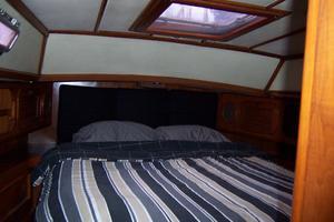 44' Hylas 44 Center Cockpit Sloop 1987 44 Hylas Master Cabin