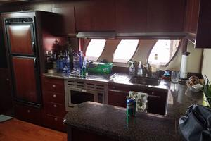 48' Sea Ray 48 Sundancer 2006 Galley to port