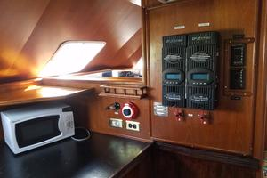 62' Custom Sportsfisherman 1984 Striker 62 Solar Power