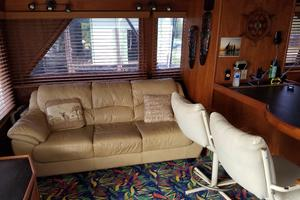 62' Custom Sportsfisherman 1984 Striker 62 Salon Lounge