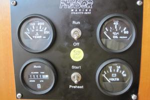 57' Lagoon 570 2001 Genset controls