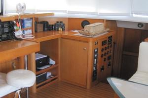 57' Lagoon 570 2001 Salon/nav station