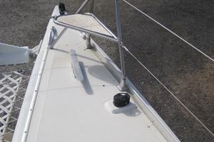 57' Lagoon 570 2001 Stbd bow seat