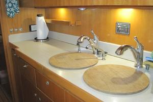57' Lagoon 570 2001 Galley dual sinks and counter