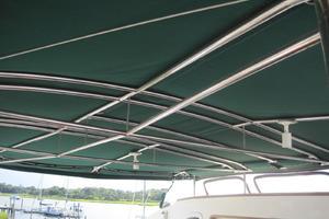 57' Lagoon 570 2001 Stainless steel bimini