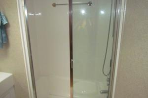 60' Hatteras Convertible 1999 Master Stateroom Head Shower and Tub