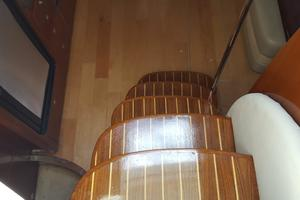48' Sea Ray 48 Sundancer 2005 Cabin stairs
