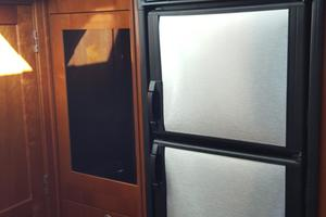 48' Sea Ray 48 Sundancer 2005 Stainless steel two refrigerator-freezer
