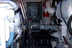 48' Sea Ray 48 Sundancer 2005 Engine-room