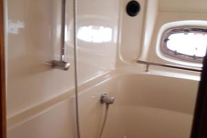 48' Sea Ray 48 Sundancer 2005 Master stall shower